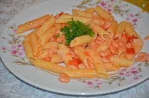 паста с креветками и помидорами