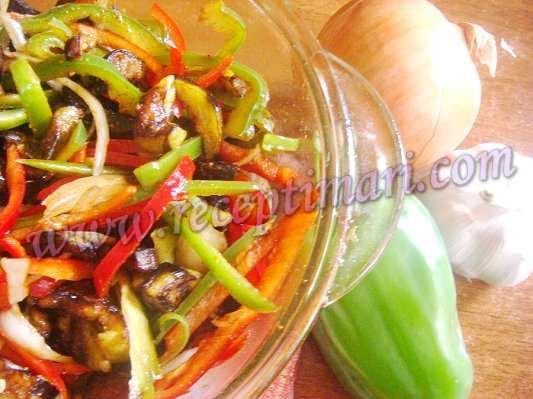 салат из болгарского перца и баклажан