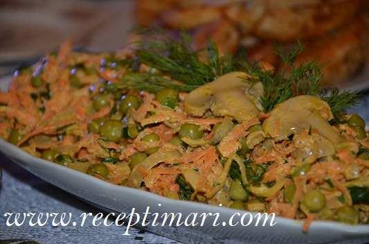 Салат с морковью с грибами