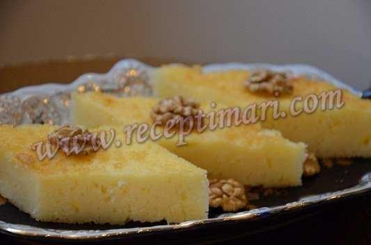 Добавить Йогурт(сметану), растопленное сливочное масло, натереть цедру от лимона, муку и манную крупу разрыхлитель и ваниль, все взбить и добавить молоко. Выпекать на смазанном маслом и посыпанном мукой противне диаметром около 30 см. при 170 град. 40-45 минут. На горячий корж нальем сироп и увидим как сироп начнет впитываться , а корж станет заметно выше. Я весь сироп не налила на корж, где то стаканчик я посчитала лишним. Ну Вы сами поймете, сколько сиропа Вам необходимо! Наш замечательный ревани готов! Дайте ему настояться около 1,5 – 2 часов! Приятного аппетита!-5