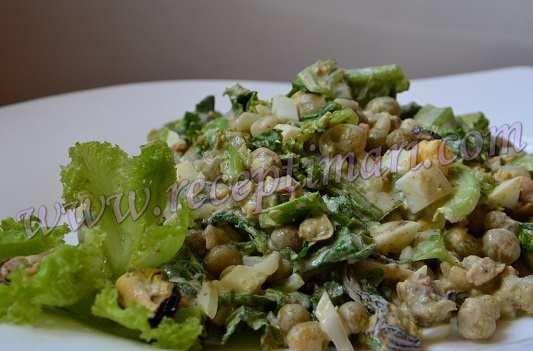 салат из маринованных мидий