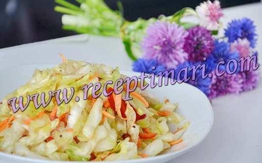 Быстрый и вкусный салат из свежей капусты с морковью