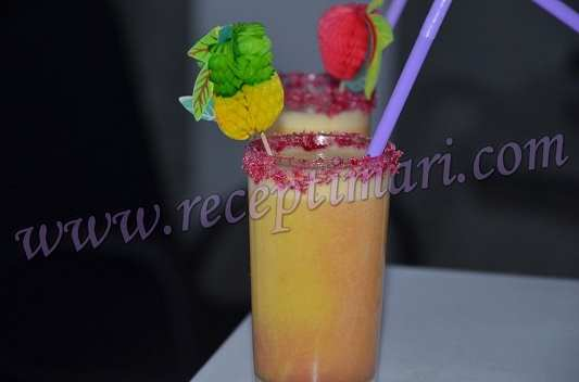 апельсиновый коктейль с бананом