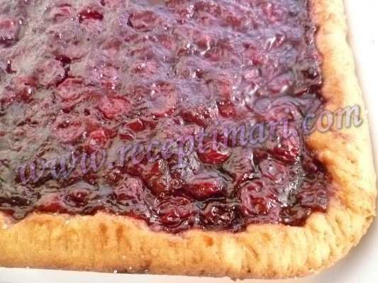 Открытый пирог с вишневой начинкой