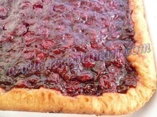 пирог с начинкой из вишни