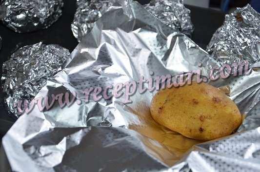 картошку завернем в фольгу