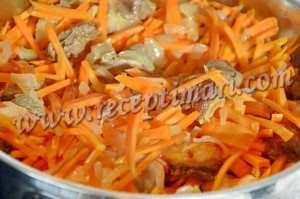 к баранине и луку добавить морковь