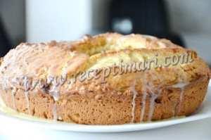 готовый ореховый пирог полить помадкой