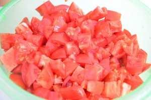 нарезать помидоры для гаспачо