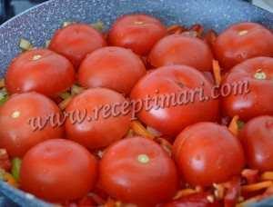 выложить помидоры срезом вниз