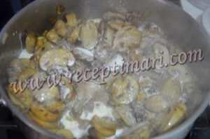 к грибам добавить сливки