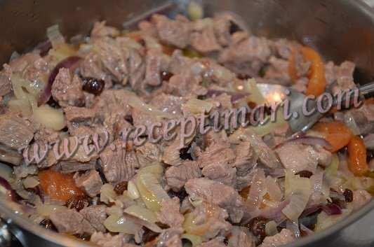 добавим мясо и перемешаем