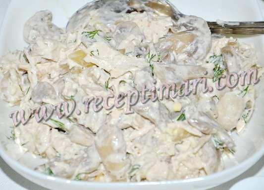 заправим салат майонезом солью и перцем