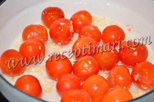 добавить помидоры черри