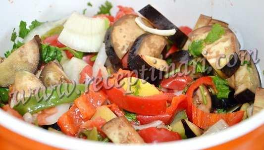 перемешать все овощи