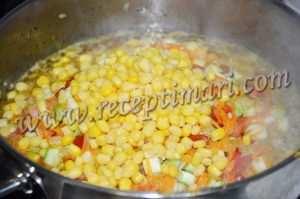 добавить кукурузу к рису