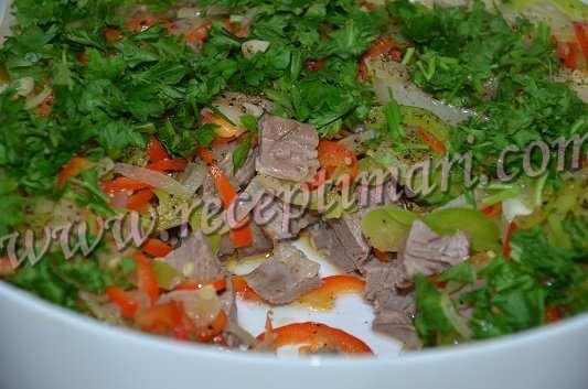 телятина с овощами в духовке готова