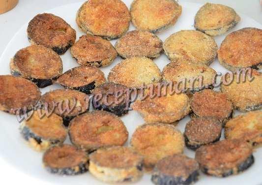 обжарить баклажаны в кукурузной муке