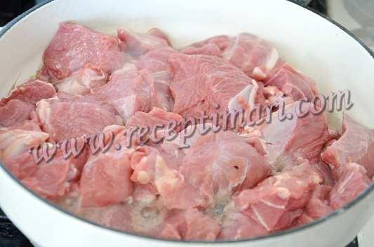 обжарим кусочки мяса