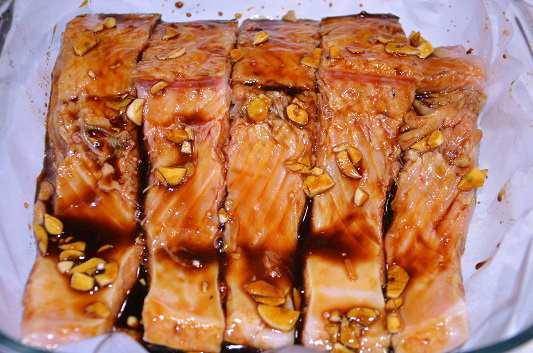 лосось смазать глазурью