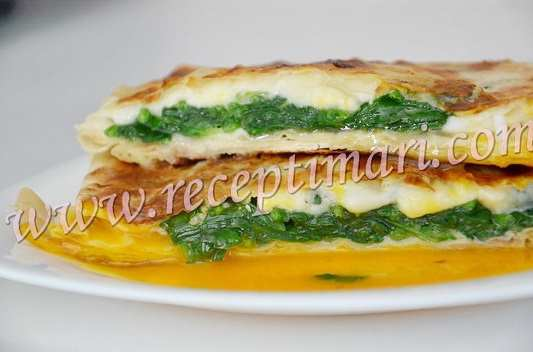 шпинат с яйцом в лаваше