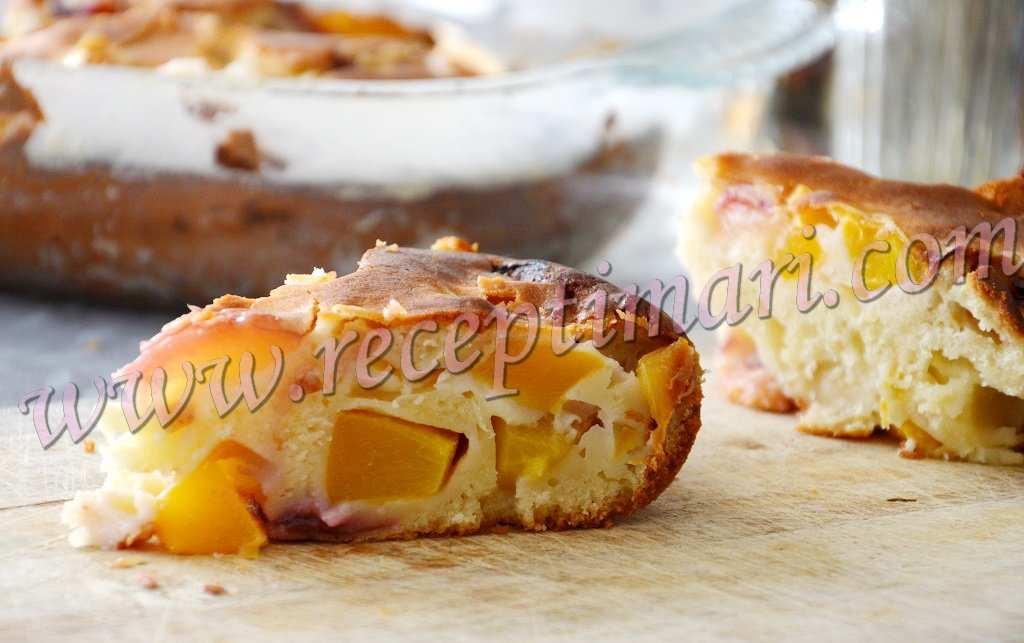 Вкусный пирог с персиками и сливами