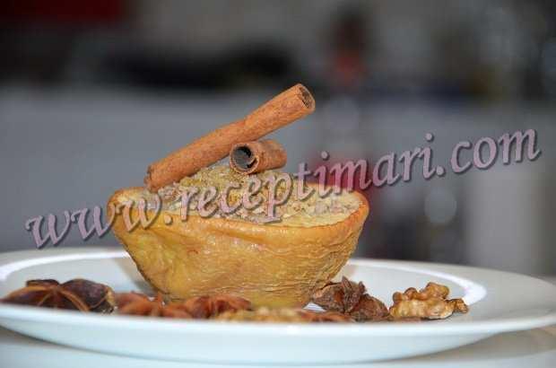 Айва запеченная с грецким орехом
