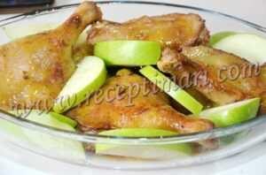 добавить яблочные дольки