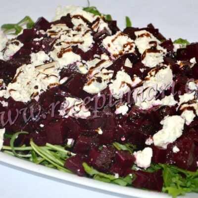 Салат з рукколой и сыром