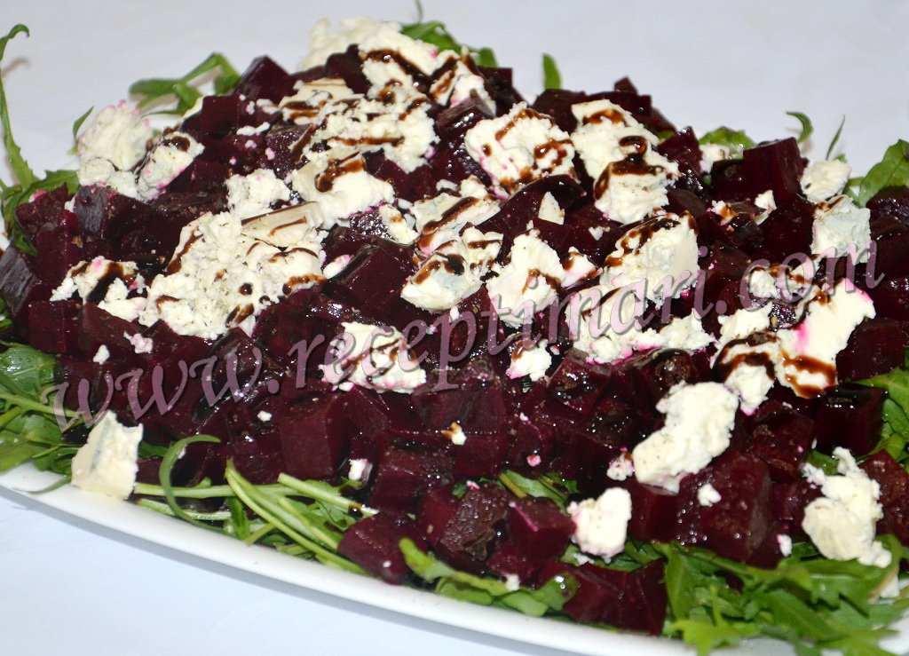 Салат из свёклы с рукколой и сыром